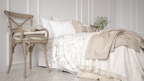 Minimalistic klassiskt sovrum, vit inredesign royaltyfri foto