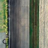 Minimalisticfoto van het afgeschuinde die gebied, uit de lucht wordt genomen Stock Afbeeldingen
