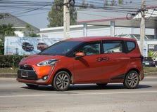 Minimpv Van van Toyota Sienta Stock Foto's