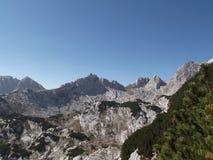 Minin Bogaz, LuÄ  w Vrh, i Wysoki szczyt Bobotov Kuk Durmitor park narodowy Obraz Stock
