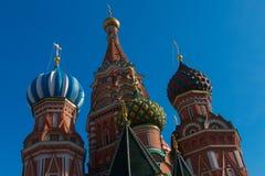 Minin e Pozharsky e templo Imagens de Stock