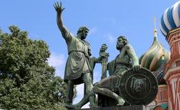 Minin och Pojarsky monument (restes upp i 1818), röd fyrkant i Moskva Royaltyfri Foto