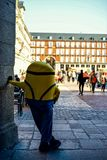 Minion που παίρνει ένα σπάσιμο στη Μαδρίτη Στοκ εικόνες με δικαίωμα ελεύθερης χρήσης