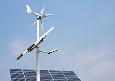 minipaneler driver sol- wind Royaltyfri Bild