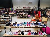 商店Miniprix奥托佩尼,室内罗马尼亚 库存图片