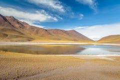 Miniques laguna i wulkan - Atacama pustynia, Chile Obrazy Stock