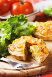 Miniquiche mit Gemüse Stockbild