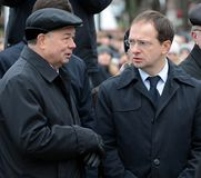 Minister av kultur från den ryska federationen Vladimir Medinsky och Kaluga regionregulator Anatoly Artamonov på öppningen av royaltyfri fotografi