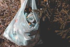 minister Bia?oru? Kwiecie? 14, 2019 w parkowej teren torbie na ?miecie kryzysu ekologiczny ?rodowiskowy fotografii zanieczyszczen fotografia royalty free