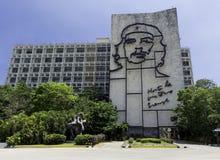 Minister Spraw Wewnętrznych z stalowym pomnikiem Ernesto Che Guevara - rewolucja kwadrat, Hawański, Kuba zdjęcia royalty free