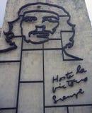 Minister Spraw Wewnętrznych z stalowym pomnikiem Kubański bohater Ernesto Che Guevara - rewolucja kwadrat obraz royalty free