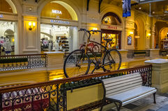 Ministerie van Buitenlandse Zakenopslag (GOM) met de gele fiets Stock Afbeelding