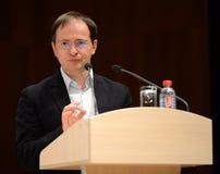 Ministern av kultur från den ryska federationen Vladimir Medinsky ger en föreläsning i Kaluga arkivbild