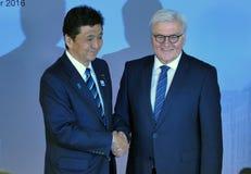 Ministern Dr Frank-Walter Steinmeier välkomnar Nobuo Kishi Fotografering för Bildbyråer