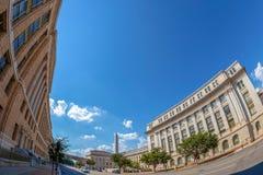 Ministero dell'agricoltura degli Stati Uniti, con l'arco di riconciliazione e di George Washington Monument immagini stock libere da diritti