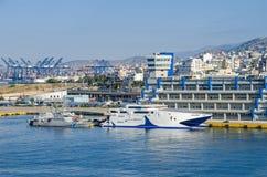 Ministero della costruzione del marinaio mercantile con il traghetto ed il guar della costa fotografia stock libera da diritti