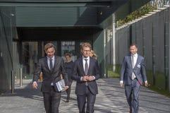 Ministra Sander Dekker Opuszcza Przy Almere holandie 2018 Otwierać po ruszać się od Utrecht Almere miasto holandie zdjęcia royalty free