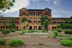 Ministres abandonnés ` construisant autrefois le secrétariat, Yangon Photo libre de droits
