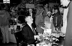 MINISTRO DOS NEGÓCIOS ESTRANGEIROS DO ` S DE DINAMARCA UFFE 1982-1993 ELLEMANN JENSEN Foto de Stock Royalty Free