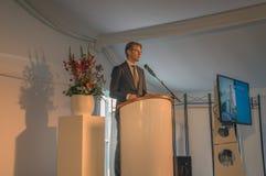 Ministro Sander Dekker At Almere The Países Baixos 2018 Abertura após ter movido de Utrecht para a cidade de Almere os Países Bai imagens de stock