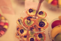 Minitaartjes met vruchten Royalty-vrije Stock Afbeeldingen