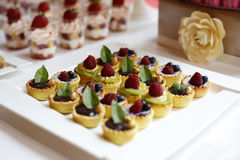 Minitaartjes met vruchten royalty-vrije stock foto