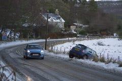 Miniunfall Fahrer löst Steuerung von ihrem Mini auf dem A949 Lizenzfreie Stockfotografie