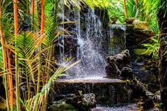 Miniwasserfall am Garten für Entspannung als Dekoration in O stockfoto