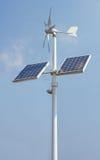 Miniwindleistung und -Sonnenkollektoren lizenzfreies stockbild