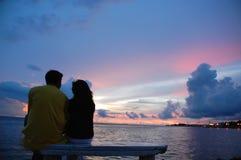 Minnaars en de zonsondergang stock afbeeldingen