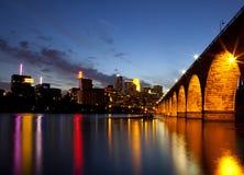 Minneapolis bij nacht Royalty-vrije Stock Afbeelding