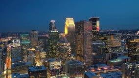 Minneapolis bij nacht stock footage