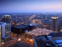 Minneapolis céntrica en la noche Imágenes de archivo libres de regalías