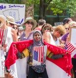 Minneapolis-Familien gehören zusammen März stockbild