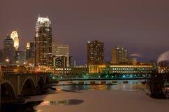 Minneapolis Minnesota nachts Lizenzfreie Stockbilder