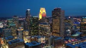 Minneapolis pejzaż miejski przy nocą zbiory