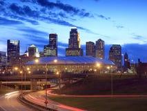 Minneapolis van de binnenstad bij nacht Stock Foto