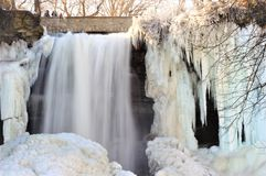 Minnehaha понижается в зиму стоковая фотография