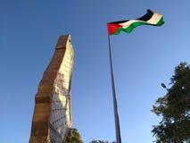 Minnes- översikt av Palestina och flaggan av den Palestina monumentet Arkivbilder