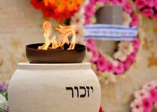 Minnes- flammabränning på minnes- ceremoni arkivbild