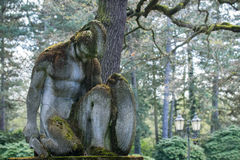 Minnes- gravsten av knäfalla för kämpe Arkivbilder