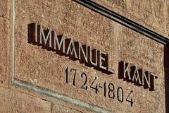 Minnes- inskrift på graven av den tyska filosofen Immanuel Kant Kaliningrad Ryssland royaltyfri fotografi