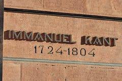 Minnes- inskrift på graven av den tyska filosofen Immanuel Kant Kaliningrad Ryssland arkivbild
