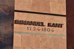 Minnes- inskrift på graven av den tyska filosofen Immanuel Kant Kaliningrad Ryssland royaltyfria bilder