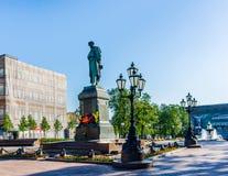 Minnes- monument till den ryska poeten Alexander Pushkin Arkivfoton