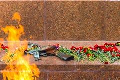 Minnes- monument till militären, blommagranitbrand Royaltyfri Foto
