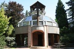 Minnes- monument till offren som är av ondo i meditationträdgård Royaltyfri Foto