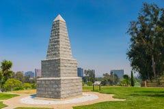 Minnes- obelisk i nationell kyrkogård Royaltyfri Fotografi