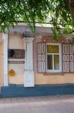 Minnes- platta på huset i Orenburg, var var född Berg A Royaltyfri Foto