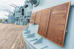 Minnes- plattor på den USS Alabama slagskeppet på Memorial Park i mobila Alabama USA Royaltyfria Bilder
